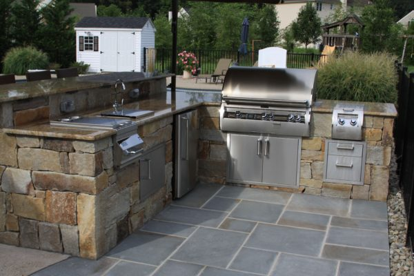 Madlinger Exterior Design outdoor stone kitchen with lynx grill granite countertop and bluestone patio in fleminton new jersey-min